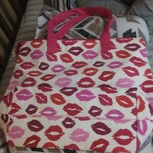 Kiss pattern zip tote